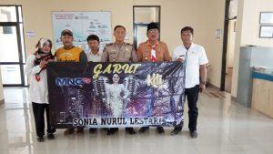 Ayah Sonia, Yana Mulyana (kedua kiri) bersama Camat dan Kapolsek Cibatu meminta dukungan dari seluruh lapisan dan masyarakat Kabupaten Garut.